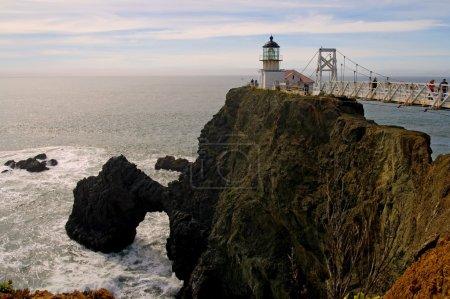 Photo pour Point Bonita Lighthouse au coucher du soleil dans la région de la baie - image libre de droit