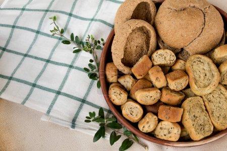 Photo pour Biscottes de pain traditionnelles assorties  . - image libre de droit