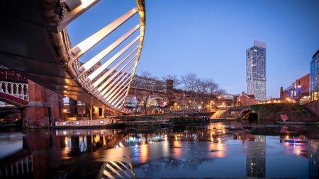 Photo pour Castlefield est une zone de conservation du centre-ville de Manchester dans le nord-ouest de l'Angleterre. L'aire de conservation qui porte son nom est délimitée par la rivière Irwell, Quay Street, Deansgate et le chemin Chester. - image libre de droit