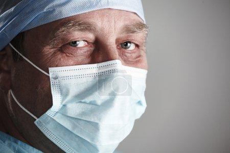 Photo pour Chirurgien d'équipe au travail en opération. Hôpital - image libre de droit