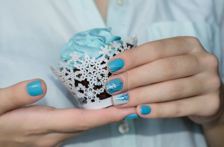 Sparkle beautiful blue manicure