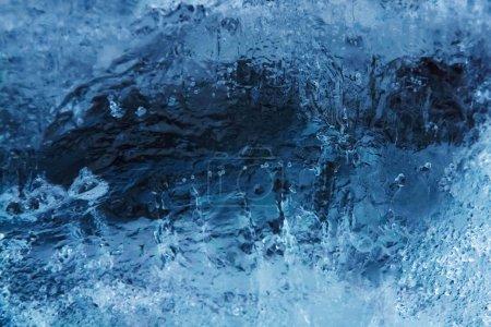 Foto de Textura hielo invierno congelado azul oscuro fondo - Imagen libre de derechos