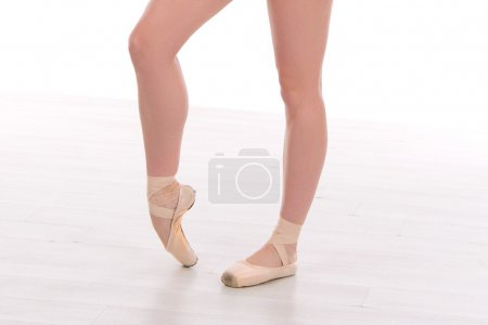 ballet dancer legs pointes