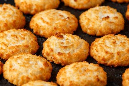 Hausgemachte gebackene Kokosmakronenplätzchen. Glutenfrei
