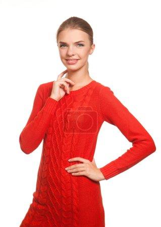 Photo pour Beau mode dans la robe rouge posant isolé sur le fond blanc - image libre de droit