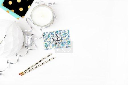 table de fond blanc, maquette de table de vue, accessoires modernes ,