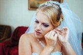 Krásná kavkazské nevěsta se připravovat na svatební obřad