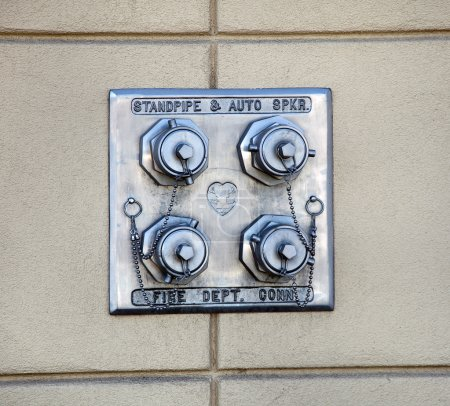 Dry standpipe outlets by a driveway