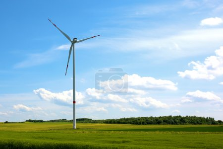 Wind turbine in the middle of the field