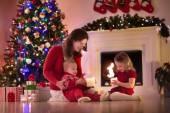 Matka a děti doma na Štědrý den
