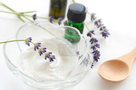 Photo pour Soin de la peau aux herbes et huiles essentielles pour le traitement de l'aromathérapie - image libre de droit