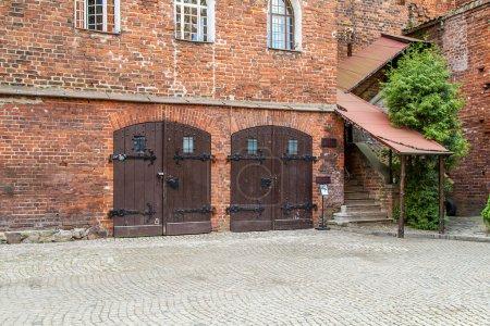Olsztyn Castle, double doors