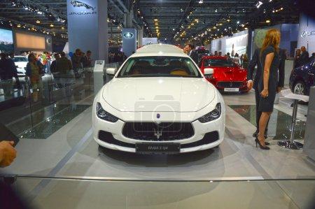 На Maserati Chibli С К4 Белая