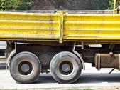 Součástí náklaďáku na výstavbu silnic