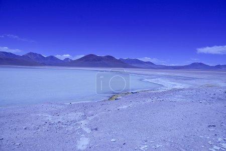 Photo pour L'Altiplano, un paysage désertique de haute altitude avec Laguna Verde en Bolivie - image libre de droit