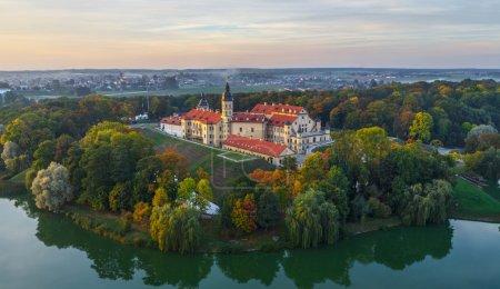 Photo pour Niasvizh château en Biélorussie. Photo aérienne - image libre de droit