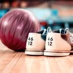 Постер, плакат: Bowling shoes and lilac ball