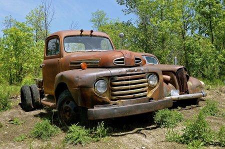 Photo pour Hawley, Minnesota, 6 juin 2016 : Ford Motor Company est qu'un constructeur d'automobiles multinationale américaine basée à Dearborn, Michigan, une banlieue de Detroit. Elle a été fondée par Henry Ford et constituée en société le 16 juin 1903. - image libre de droit