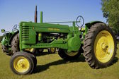 Alte restaurierte B John Deere Traktor