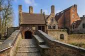 Bruggy/Belgie - 11 březen 2016: Středověkém stylu domy podél kanálů starých Bruggy (Brugge), Belgie