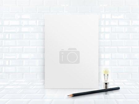Photo pour Cadre d'affiche en papier au mur et au plancher en céramique de tuiles avec le crayon noir de croquis, maquette vers le haut pour remplir votre contenu, présentation d'affaires - image libre de droit