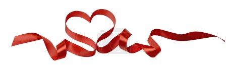 Photo pour Ruban coeur rouge Saint-Valentin élément de conception d'image horizontal isolé sur fond blanc pour la restauration, menu, e-mail, bannière, fête de restaurant - image libre de droit