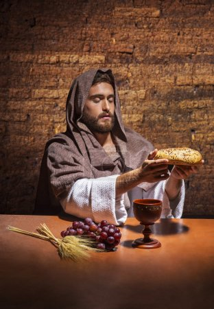 jesus resando and holding bread