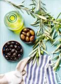"""Постер, картина, фотообои """"Две чаши с маринованными маслины и оливки"""""""