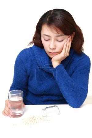 Mujer asiática sufre de melancolía