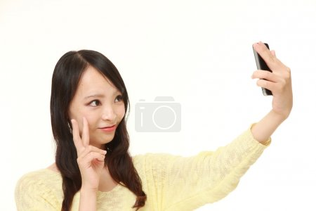 Photo pour Coup de Studio de la jeune femme japonaise sur fond blanc - image libre de droit