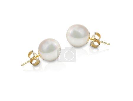 Photo pour Boucles d'oreilles perle blanche paire de bijoux fins isolés sur blanc - image libre de droit
