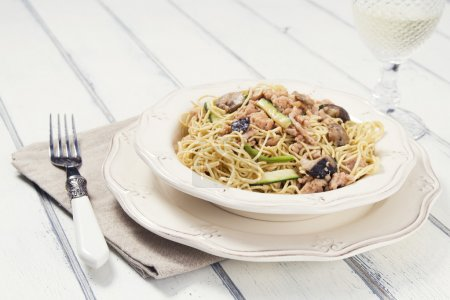 Thai spaghetti and white wine