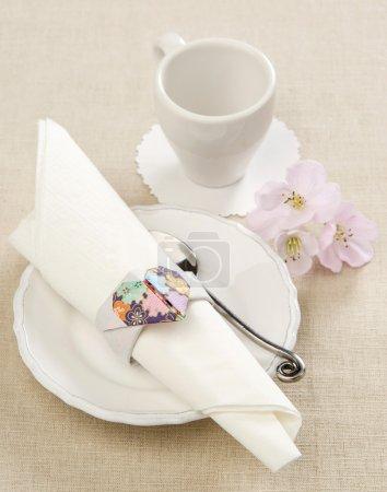 Photo pour Décoration papier serviette anneau coeur décoration pour la table - image libre de droit