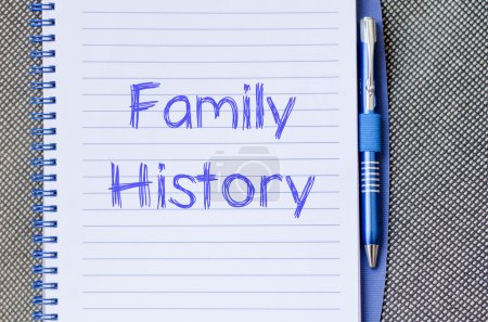 Photo pour Antécédents familiaux texte concept écrire sur ordinateur portable avec stylet - image libre de droit