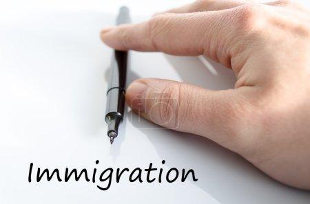 Photo pour Concept de texte d'immigration isolé sur fond blanc - image libre de droit