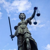 Justitia socha ve Frankfurtu nad Mohanem, Německo