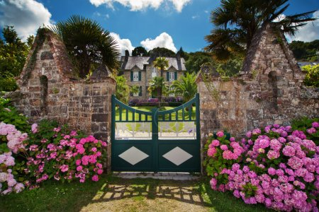 Photo pour Manoir pittoresque en Bretagne - image libre de droit