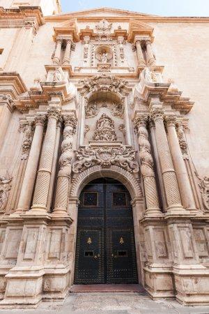 Photo pour Portail de la Basilique de Santa Maria à Elche, Espagne - image libre de droit