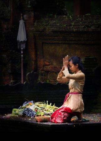 Bali Hindu temple prayers