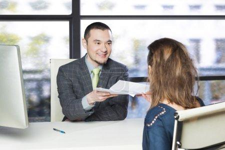 Photo pour Entretien d'embauche réussi - image libre de droit