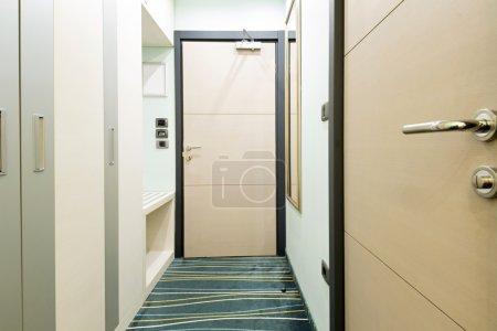 Photo pour Intérieur de chambre de l'hôtel - image libre de droit
