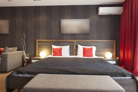 Foto de Interior de dormitorio de lujo moderno. - Imagen libre de derechos