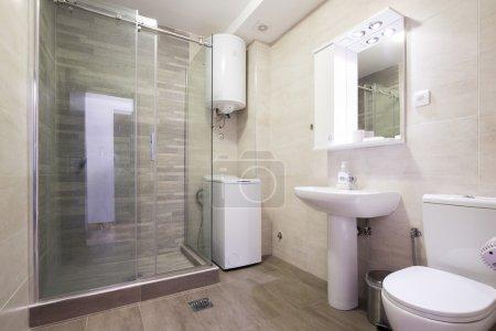 Photo pour Intérieur d'une salle de bain moderne - image libre de droit