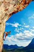 Szikla mászó, hegymászás, egy cliff