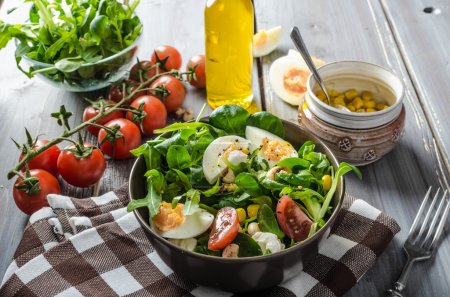 Lamb lettuce salad with eggs