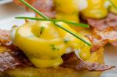 Eggs bvenedict with chives