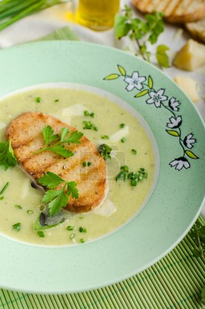 Creamy leek herby soup with toast