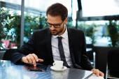 Podnikatel pomocí digitální tablet