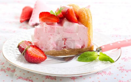 Strawberry and marshmallow cake