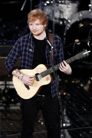 Photo pour SANREMO, ITALY - FEBRUARY 14: Singer Ed Sheeran performs on the stage of the 65th Sanremo Song Festival at the Ariston Theatre on February 14, 2015 in Sanremo, Italy. - image libre de droit